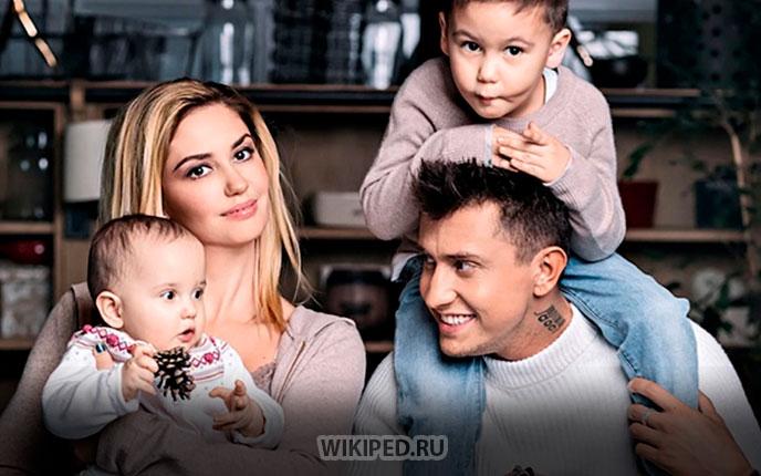 Семья (Жена, дети и сам Павел )